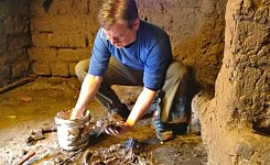 Cusco_062913_Harleigh_Jones_volunteer_working_with_clay_good_photo