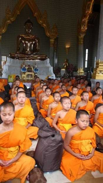 Live Buddhist Monk Chanting from Siem Reap, Cambodia!